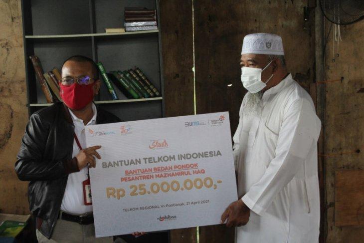 Telkom Kalbar salurkan bantuan untuk Pondok Pesantren Mazhahirul Haq