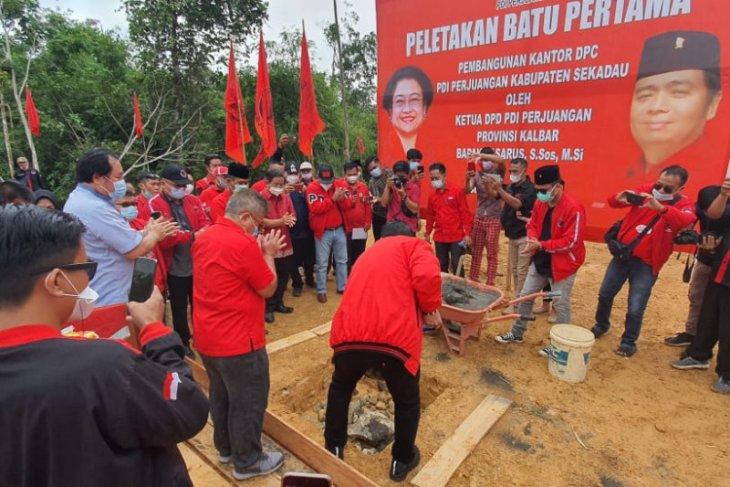 Ketua Komisi V DPR RI letak batu pertama pembangunan Kantor DPC PDIP Sekadau