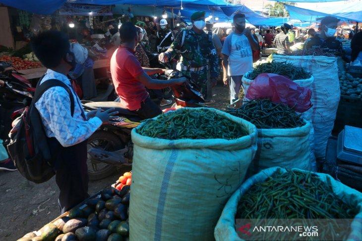 Razia Prokes di Pasar Tradisional