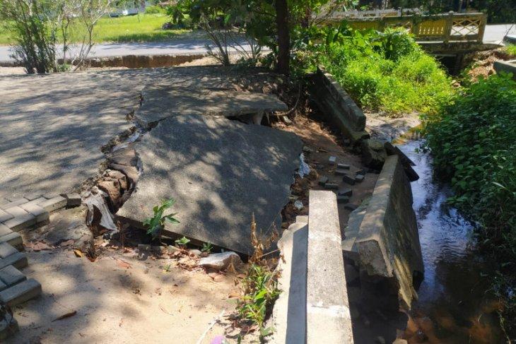 Pelataran Pantai Pulau Datok ambruk