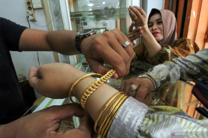 Emas jatuh lagi tertekan kenaikan imbal hasil obligasi AS