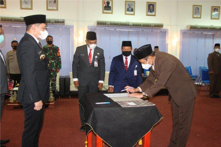 Bupati Paser lantik empat pejabat pimpinan tinggi pratama