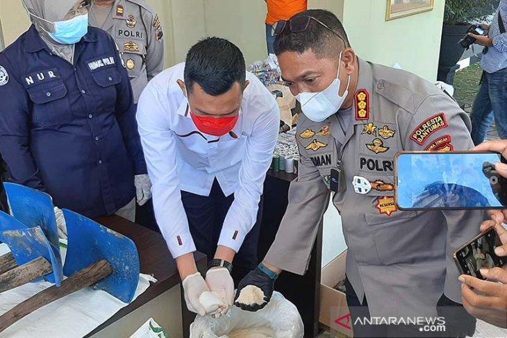 Polisi ungkap kasus pemalsuan gula pasir