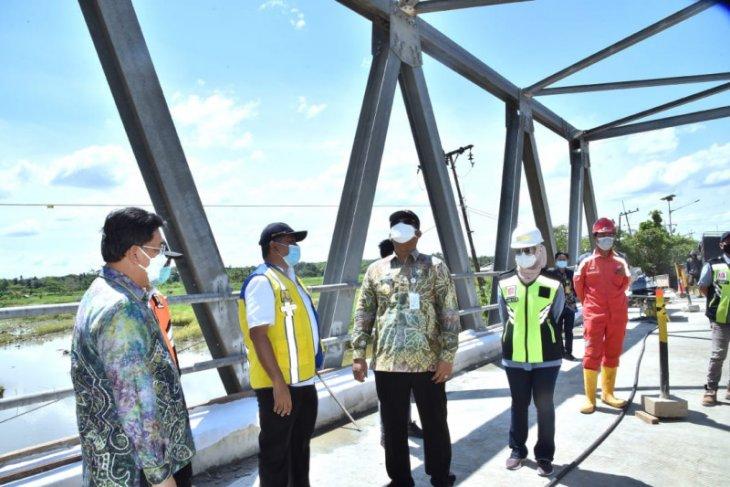 Trans-Kalimantan bridge in Mataraman can be crossed