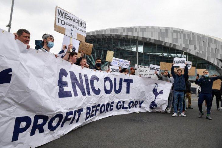 Dunia bola: Ketika sepak bola dieksploitasi hanya demi laba