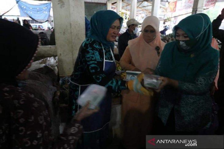 Peringati Hari Kartini, PKK Aceh Tengah bagi takjil dan masker