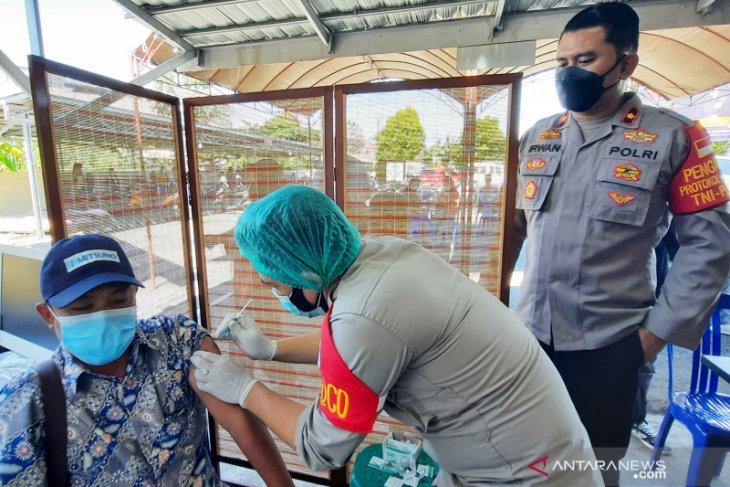 Masyarakat serbu Polsekta Banjarmasin Tengah ikuti vaksin COVID-19