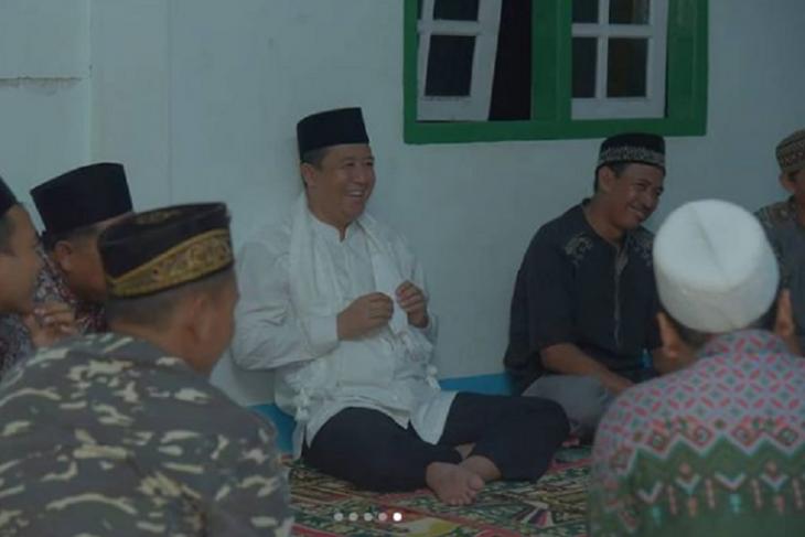 Wabup Muarojambi bercengkerama dengan pengasuh dan santri Ponpes Al-Faqih