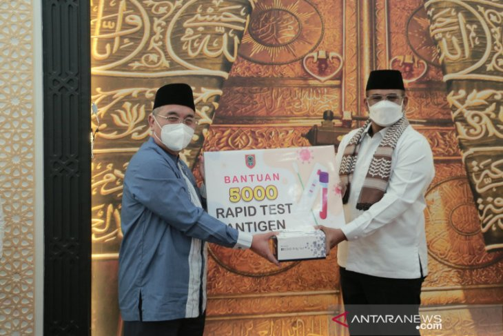 Acting Governor hands over 5,000 rapid antigen test kits to HSS