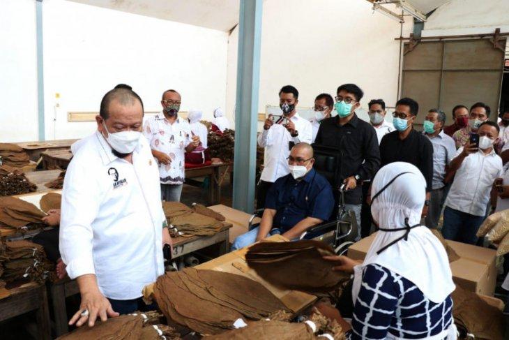 LaNyalla Mattalitti imbau buruh Jatim manfaatkan posko pemprov bila tak dapat THR
