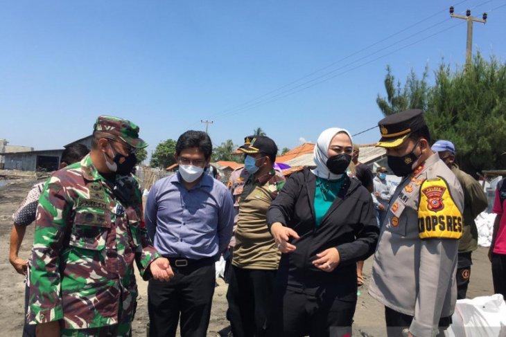 Bupati Karawang minta Pertamina lakukan upaya percepat pembersihan ceceran minyak