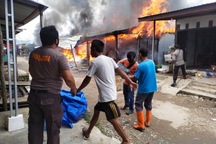 Delapan kios di Teluk Nilau Jambi hangus terbakar