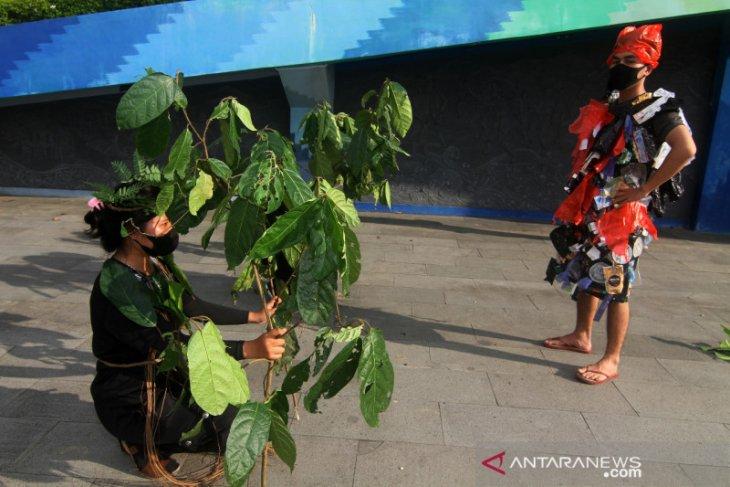 BEM Kehutanan Untan adakan aksi dan bagikan pohon di Hari Bumi