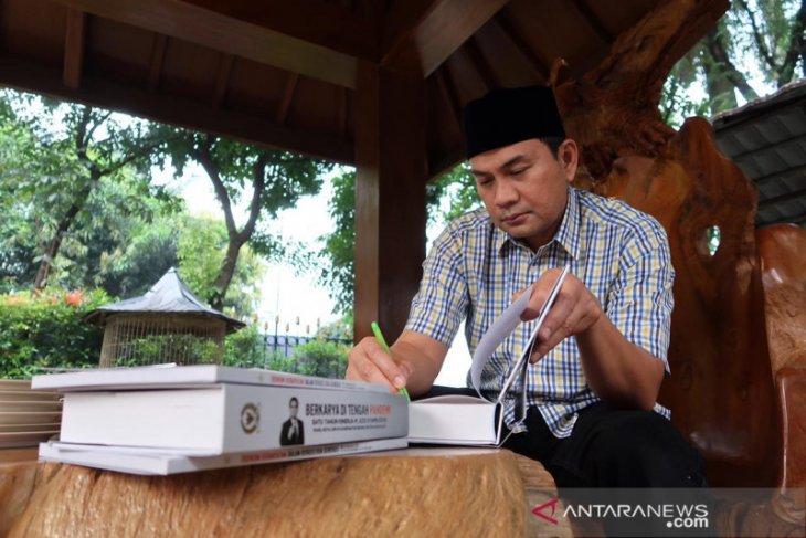 Azis Syamsuddin dan kurma