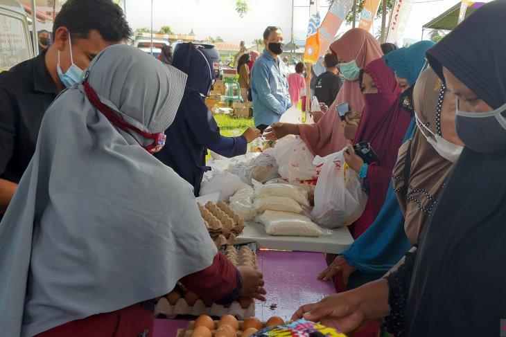 Gubernur Gorontalo minta barang di pasar murah jangan dijual lagi