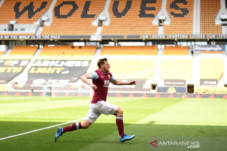 Burnley jauhi jurang degradasi usai cukur Wolverhampton 4-0
