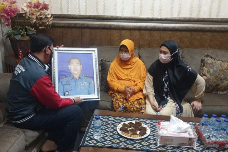 Polda Lampung kunjungi kediaman Kompol (Purn) Imron Haki, mantan Brimob yang juga orang tua Komandan KRI Nanggala-402