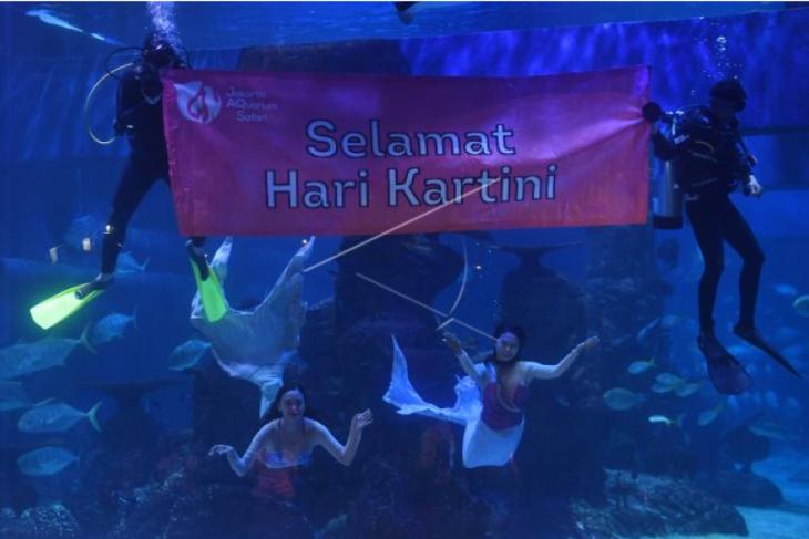 Pertunjukan putri duyung di Jakarta Akuarium