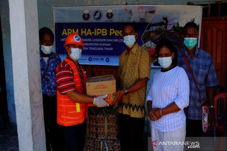 ARM HA-IPB salurkan 0,72 ton bantuan ke Tuapukan dan Babau, Kupang