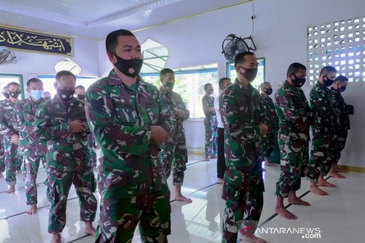 Prajurit TNI di Nagan Raya shalat gaib untuk kru KRI Nanggala 402