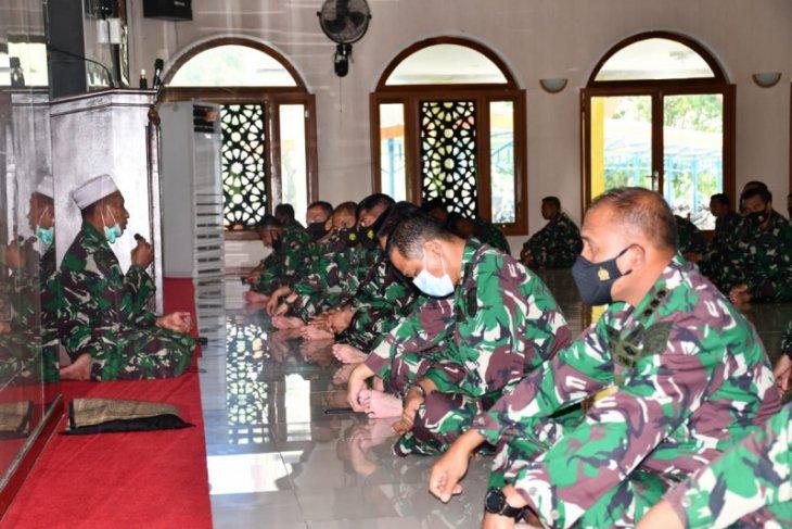 Lantamal IX gelar doa bersama untuk awak KRI Nanggala-402