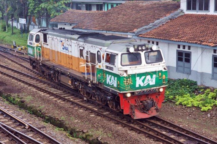 Daop Surabaya beri hiasan Ramadan sembilan lokomotif