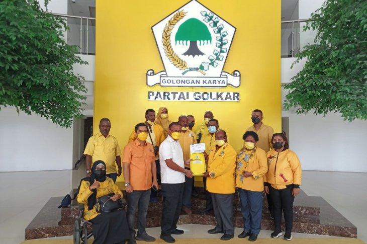Lambert Jitmau resmi pimpin Golkar Papua Barat