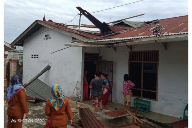 Empat rumah diterjang angin puting beliung di Tebing Tinggi