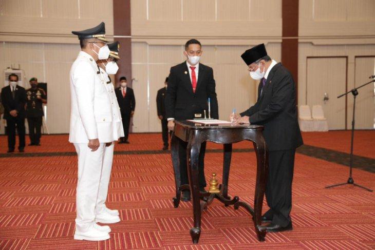 Gubernur Malut lantik Wali Kota -  Wawali Ternate