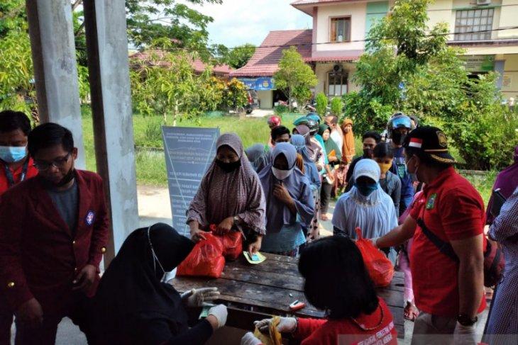 Disperindag Kota Singkawang jual 5.500 paket sembako pasar murah Idul Fitri