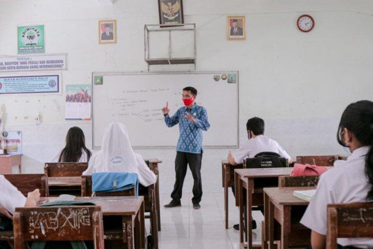 Pelajar Kediri patuh protokol kesehatan saat sekolah tatap muka