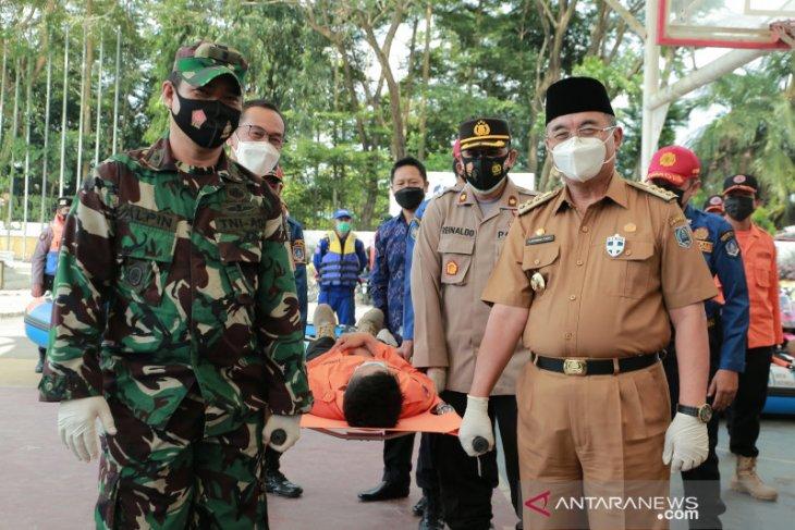 Hari kesiapsiagaan bencana HSS dirangkai latihan bersama evakuasi korban banjir