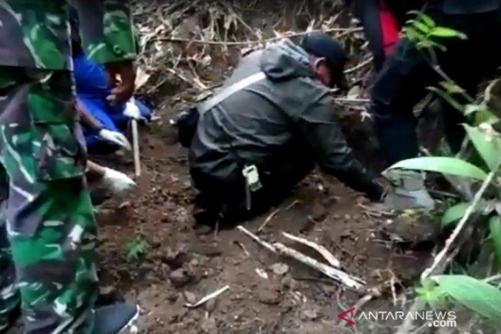 Penjual es krim ditemukan meninggal tertimbun tanah, diduga korban kejahatan