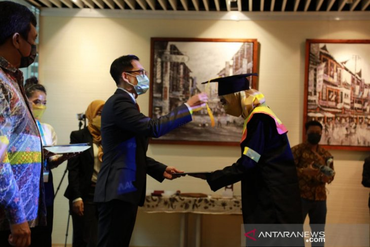 25 pekerja migran Indonesia di Hong Kong meraih gelar sarjana