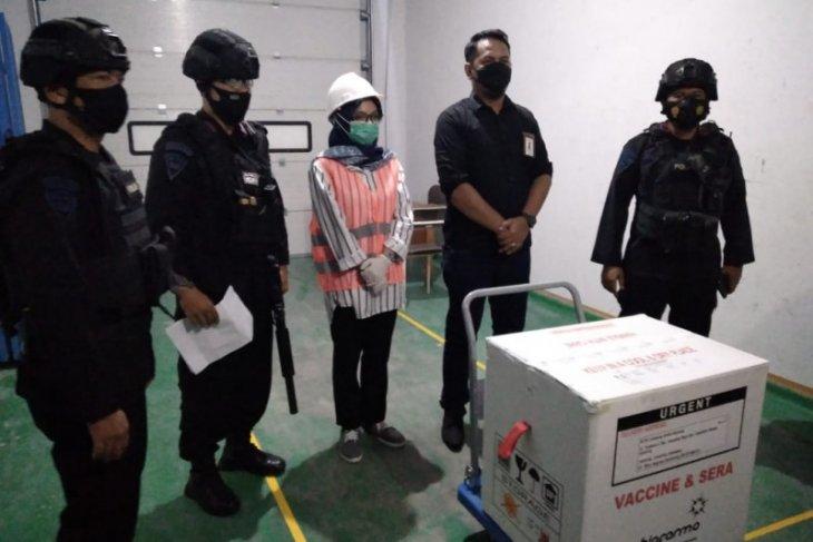 Personel Gegana Lampung kawal distribusi vaksin COVID-19