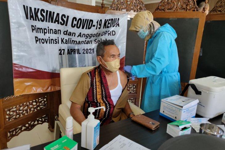 Anggota dan staf DPRD Kaalsel vaksinasi COVID-19 tahap dua