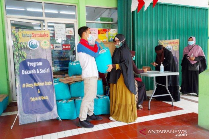 Komunitas Tahsin Al Ghozy bagikan bantuan paket sembako guru baca Al Quran