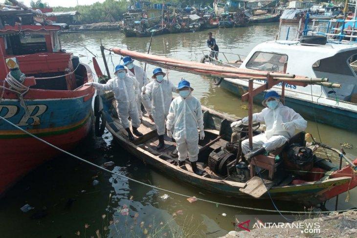 Pertamina berdayakan 146 kapal nelayan bersihkan sisa ceceran minyak di Karawang