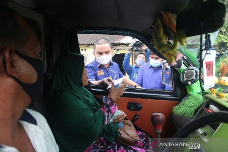 DPD Partai NasDem Tapteng bagikan ribuan takjil, masker dan uang