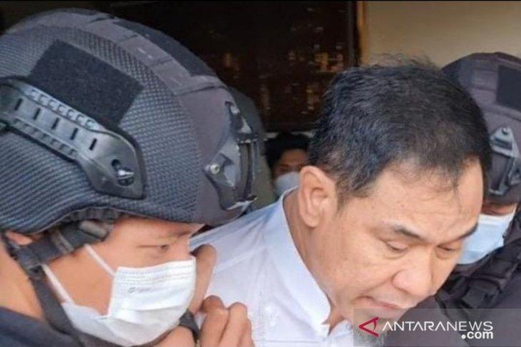 Densus 88 geledah bekas markas FPI Petamburan pasca penangkapan Munarman