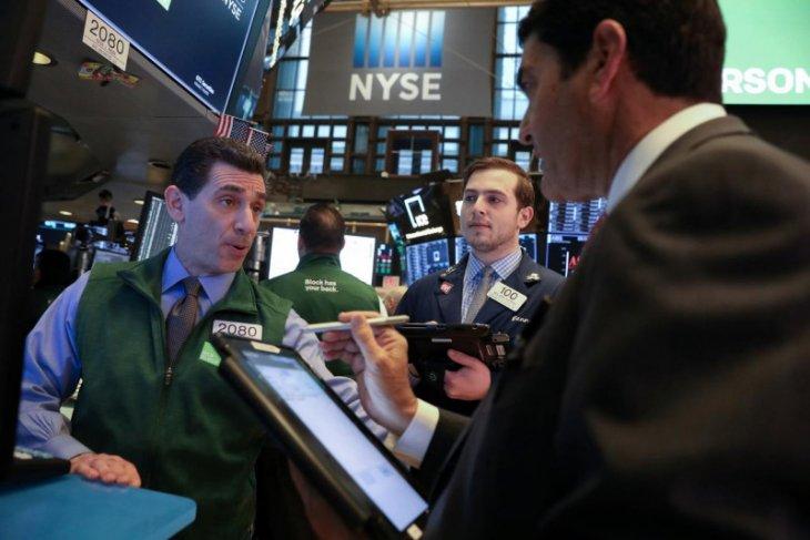 Wall Street ditutup beragam, indeks Nasdaq berakhir anjlok 261,61 poin