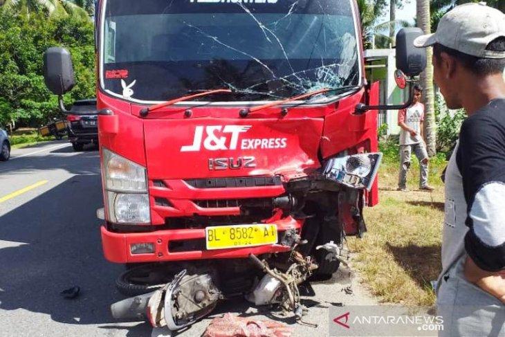 Pasangan suami isteri di Aceh Barat meninggal dunia ditabrak truk, sopirnya diduga mengantuk