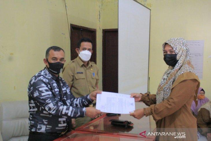 Ratusan guru THL di Aceh Jaya terima SK kontrak
