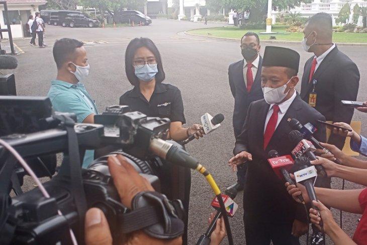 Presiden Jokowi beri Bahlil target investasi Rp900 triliun