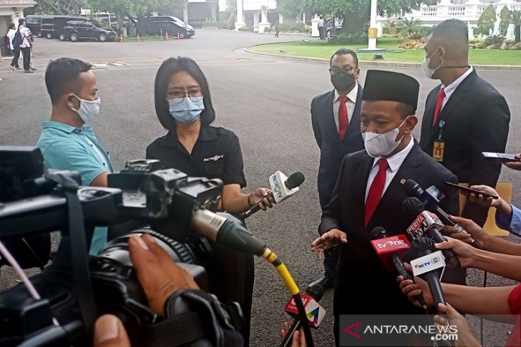 Investment minister unveils strategy to achieve Rp900-trillion target