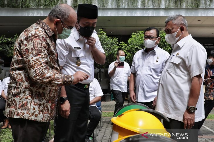 Pemkot  Medan dapat bantuan 110 tong sampah