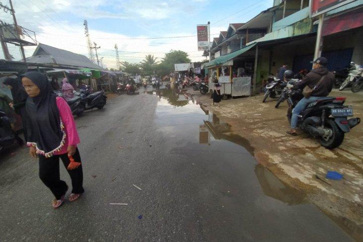 Warga minta pemda bangun saluran pembuangan di Pasar Teluk Melano