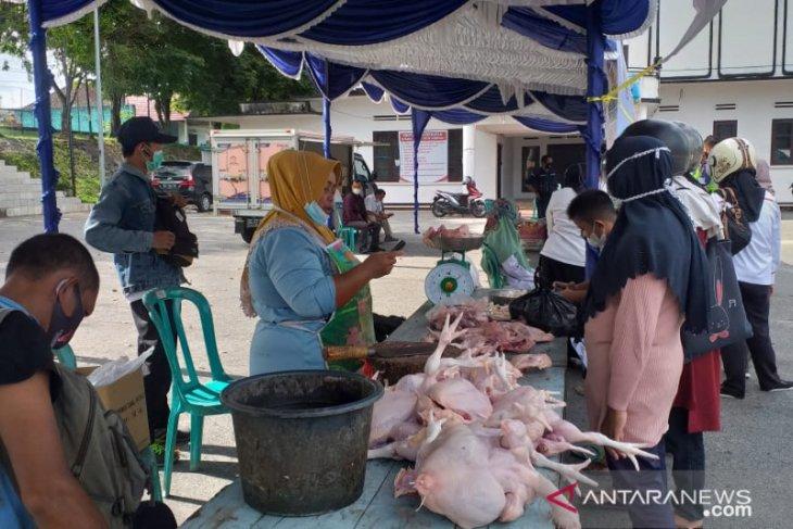 Operasi pasar di Tanjung Pandan jual daging ayam Rp38 ribu per kilogram