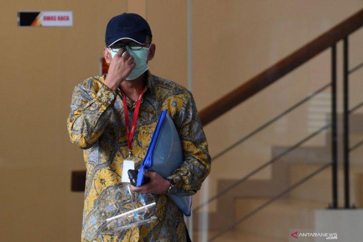 KPK menahan eks pejabat Ditjen Pajak Angin Prayitno Aji dalam kasus dugaan suap