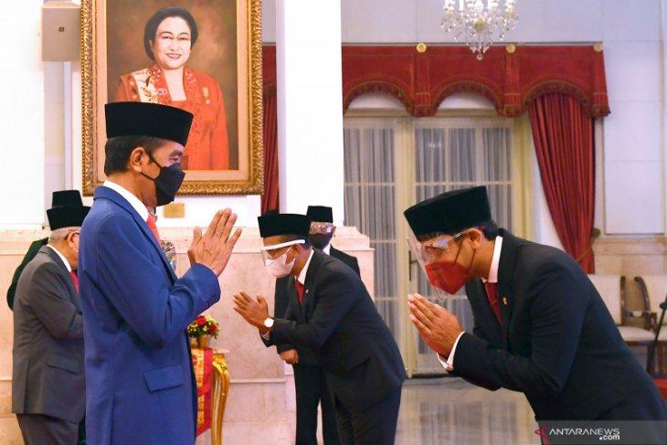 Presiden Jokowi teken PP untuk pembayaran THR dan gaji ke-13
